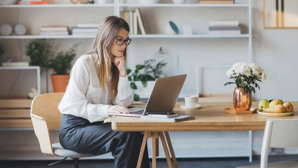 Ofis Çalışanları İçin Yazlık Giyim Önerileri