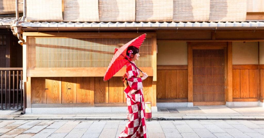 Farklı ve Özel Tarzlarla Kimonolar